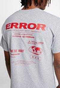 Night Addict - T-shirt con stampa - grey marl - 4