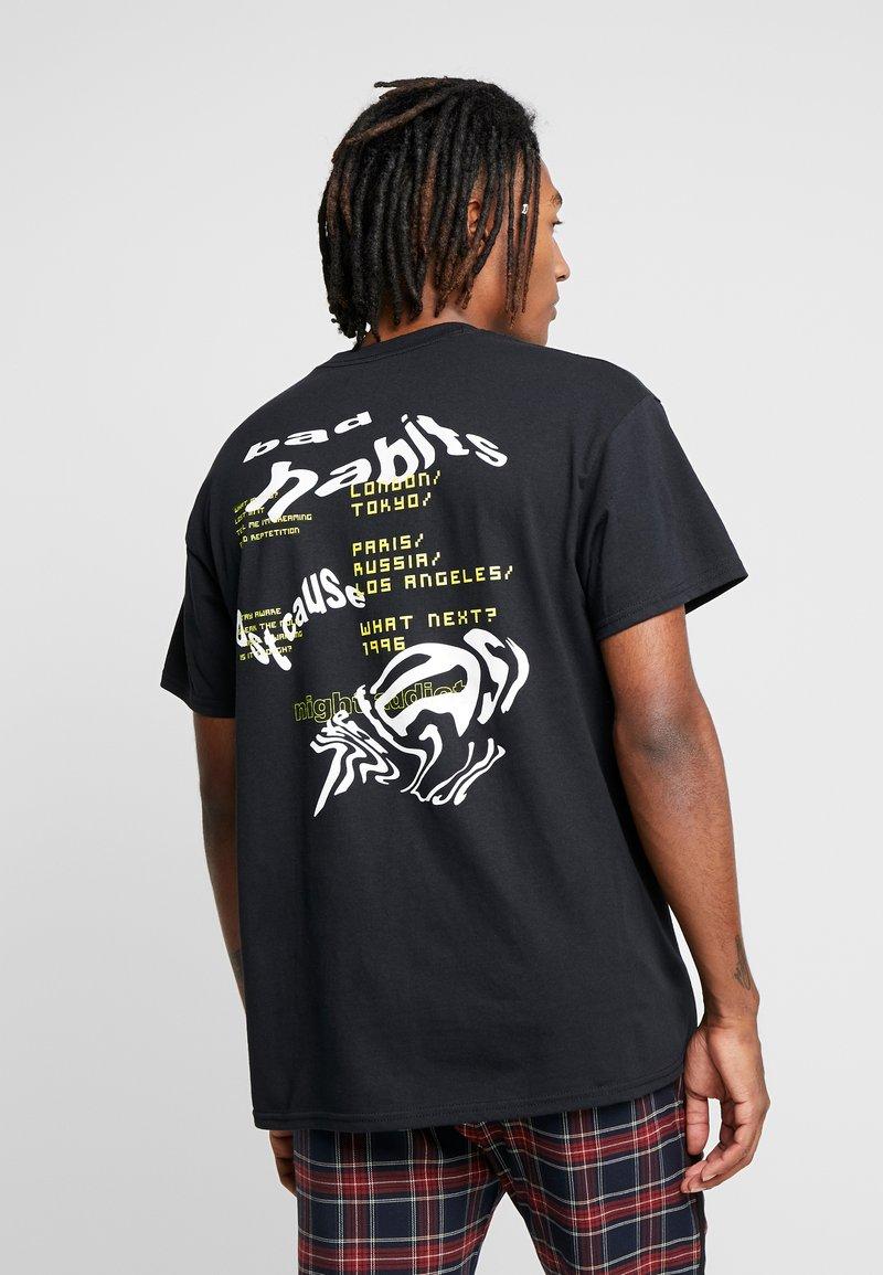 Night Addict - WARPED ADDICT - T-shirt con stampa - black