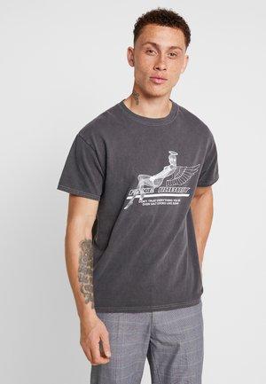 T-shirt med print - black acid wash