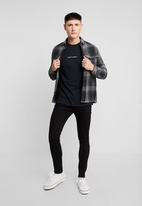 Night Addict - NEVER - Camiseta estampada - black - 1