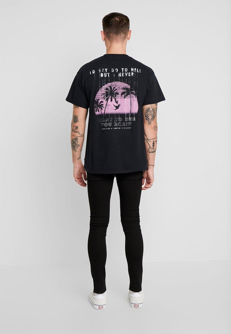Night Addict - NEVER - Camiseta estampada - black