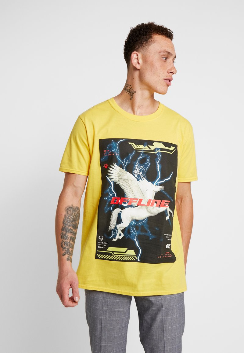 Night Addict - OCARINA - Print T-shirt - neon yellow