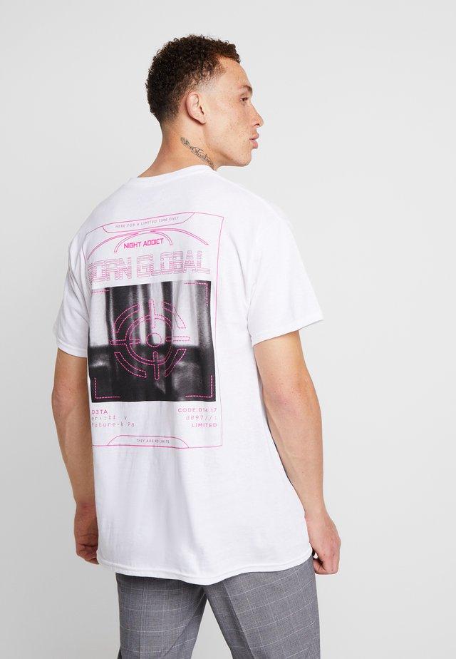 TARGET - T-shirt med print - white
