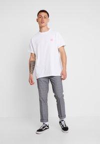 Night Addict - TARGET - T-shirt con stampa - white - 1