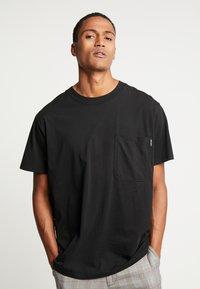 Night Addict - TOUR - T-shirt con stampa - black - 2