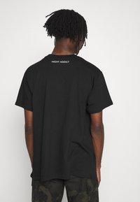 Night Addict - HELL - T-shirt imprimé - black - 2