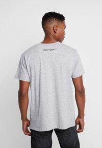Night Addict - GRID - T-shirt print - grey - 2