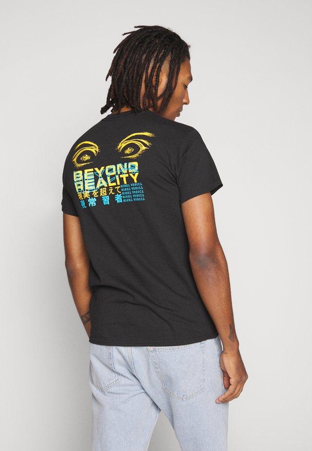 BEYOND REALITY - Print T-shirt - black