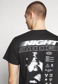 Night Addict - UNISEX NOW NEVER - Triko spotiskem - black - 3