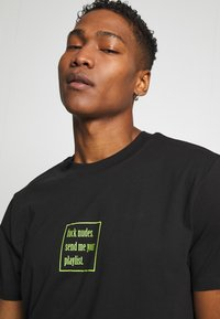 Night Addict - PLAYLIST - Print T-shirt - black - 3