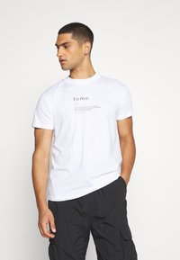 Night Addict - FOMO - Print T-shirt - white - 0