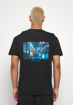 JAPNEON - Print T-shirt - black