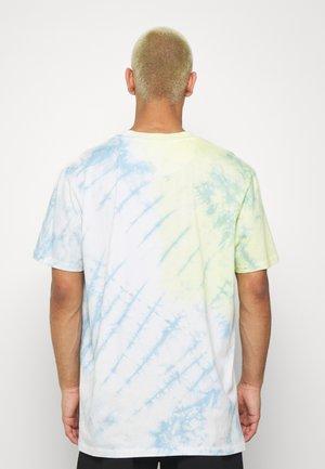 RAIDEN - Print T-shirt - blue