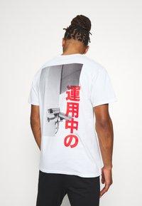Night Addict - Print T-shirt - white - 0
