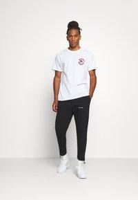 Night Addict - Print T-shirt - white - 1