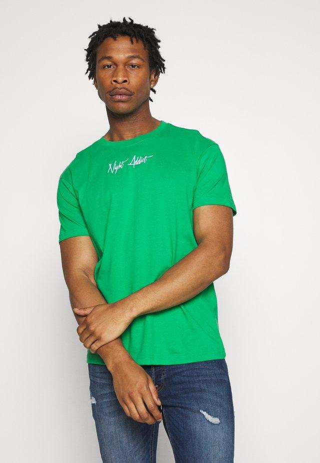 SNAKE - Print T-shirt - kelly green/optic white