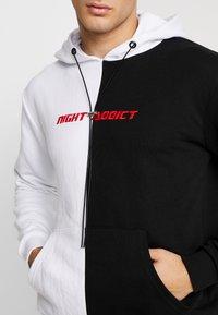 Night Addict - Jersey con capucha - black/white - 4