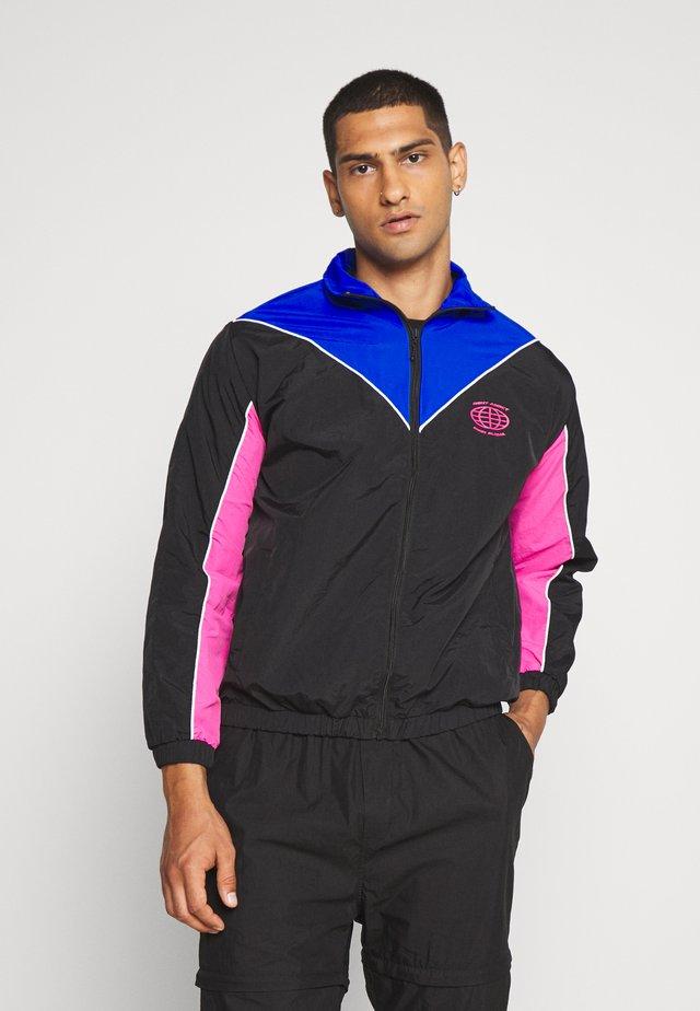 NAJOSHUA - Kevyt takki - black/blue/pink