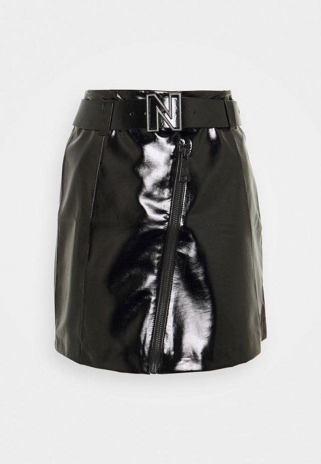 MALI PATENT SKIRT - Jupe trapèze - black