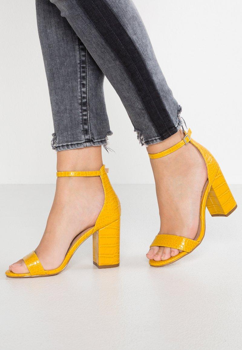 New Look - SROC - Sandales à talons hauts - dark yellow