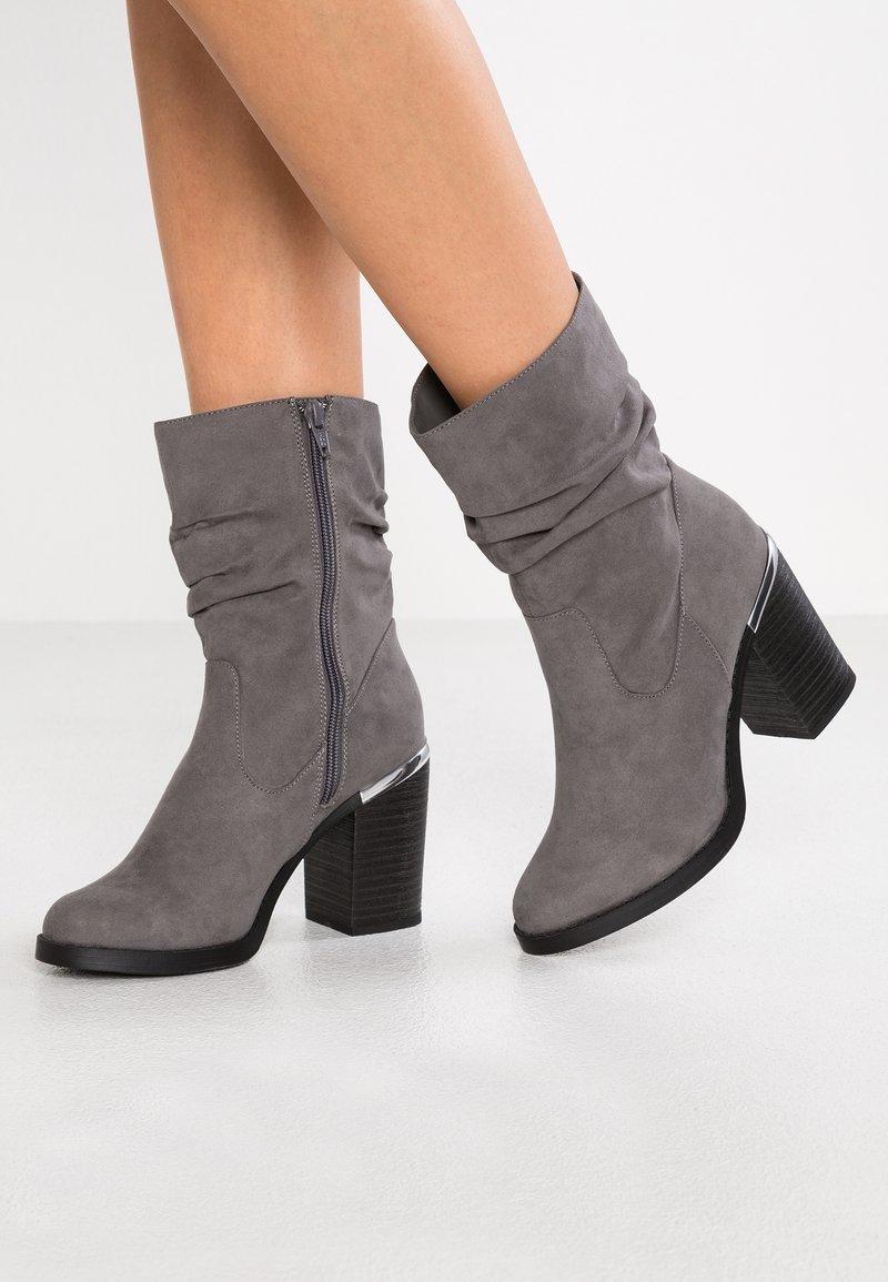 New Look - BROOM - High Heel Stiefelette - mid grey