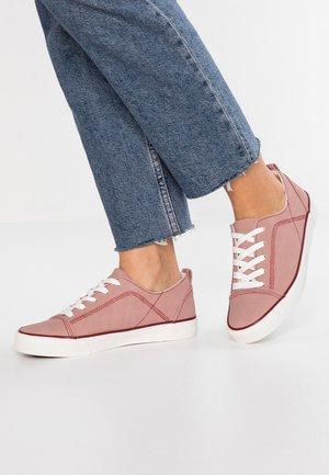 MONTRAST - Sneakersy niskie - light pink