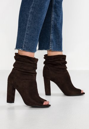 SLOUCH - High heeled ankle boots - mid brown