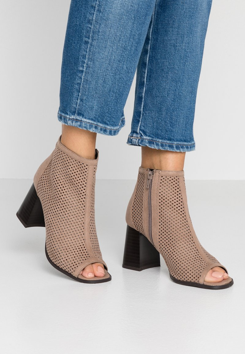 New Look - PABYCAKES - Ankle boots - light brown