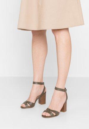 PENNY - Sandaler med høye hæler - dark khaki
