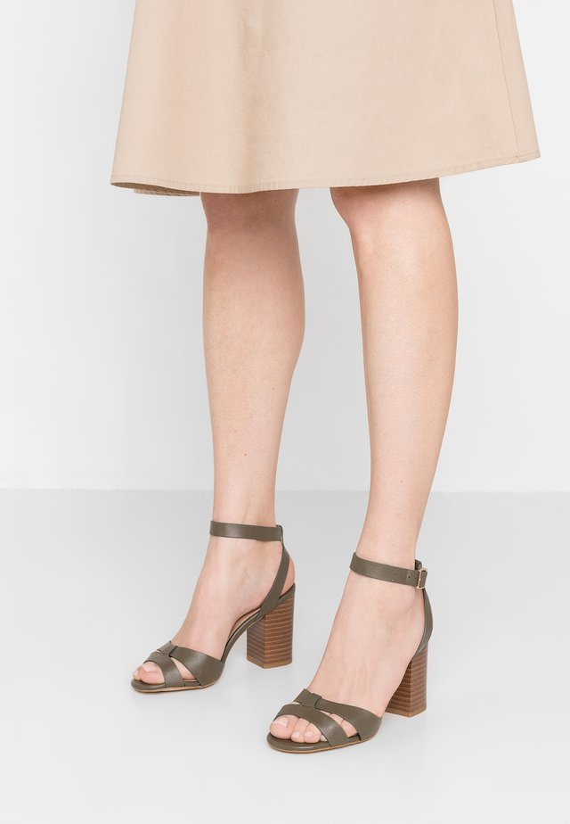 PENNY - Sandalen met hoge hak - dark khaki