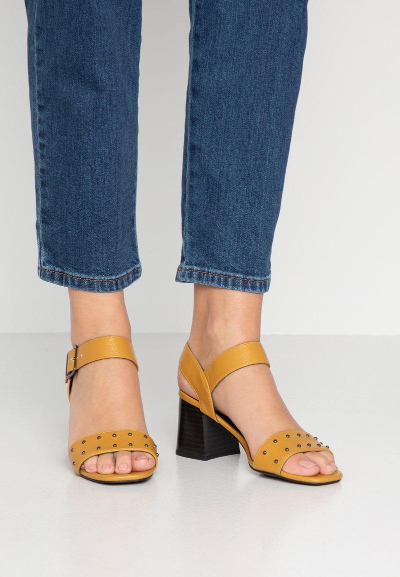 New Look - PROUD - Sandalen - dark yellow