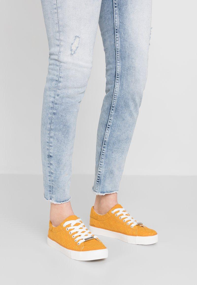 New Look - MODY - Sneakers - dark yellow