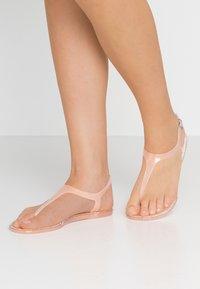 New Look - GELLYFISH - Sandály s odděleným palcem - light pink - 0