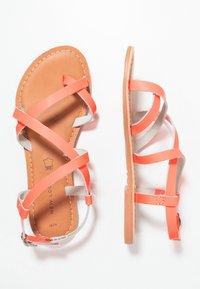 New Look - HAMMOCK - Sandály s odděleným palcem - coral - 3