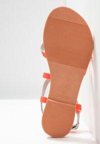 New Look - HAMMOCK - Sandály s odděleným palcem - coral - 6