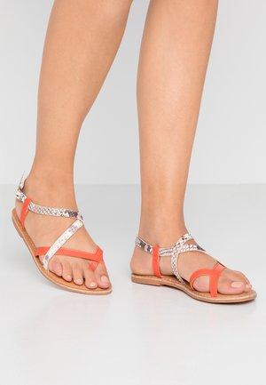 HAMMOCK - Sandály s odděleným palcem - orange/yellow