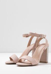 New Look - SIBLING - Sandály na vysokém podpatku - oatmeal - 4