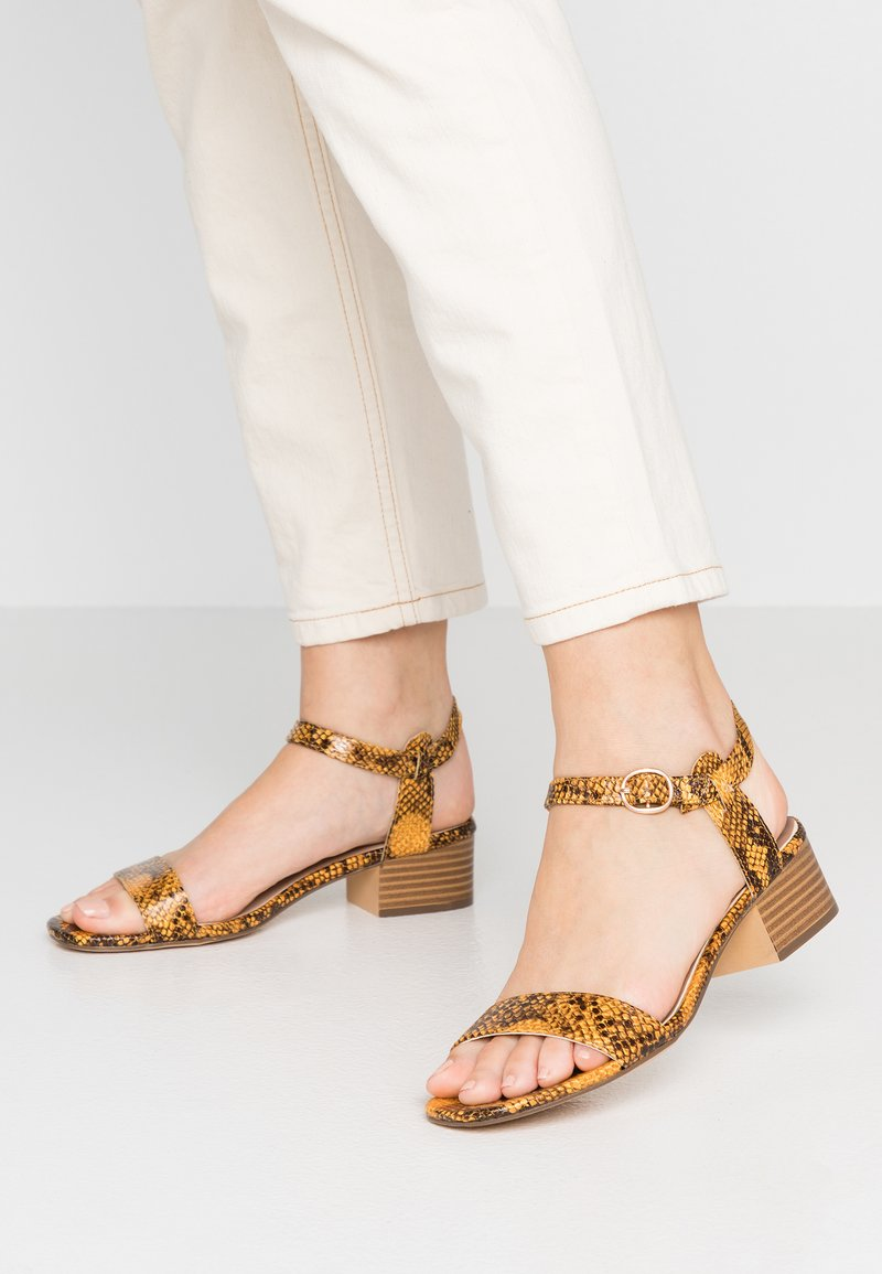 New Look - ORIGIN - Sandali - yellow