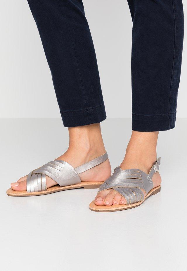FISHTAIL - Sandalen - silver