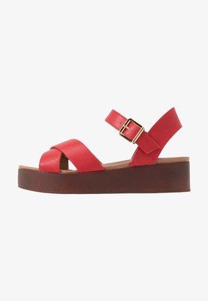 FIR - Sandały na platformie - red