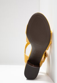 New Look - PARADISE - Sandals - bright yellow - 6