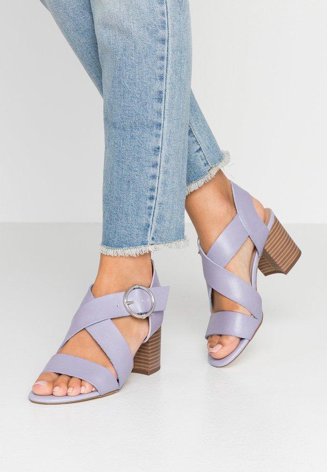 PARADISE - Sandals - lilac
