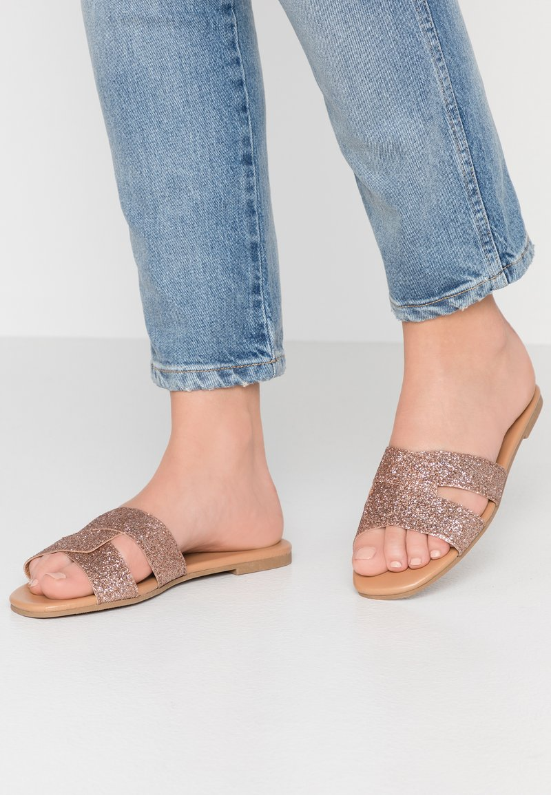 New Look - FIESTA - Pantolette flach - rose gold