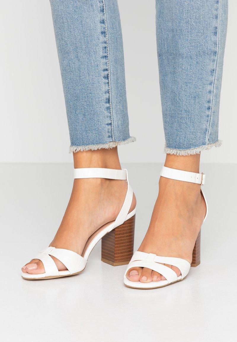 New Look - PENNY  - Sandales à talons hauts - white