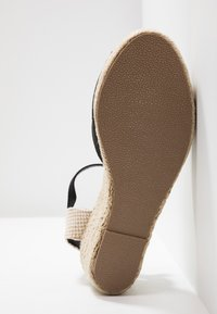 New Look - PAT - Sandály na platformě - black - 6