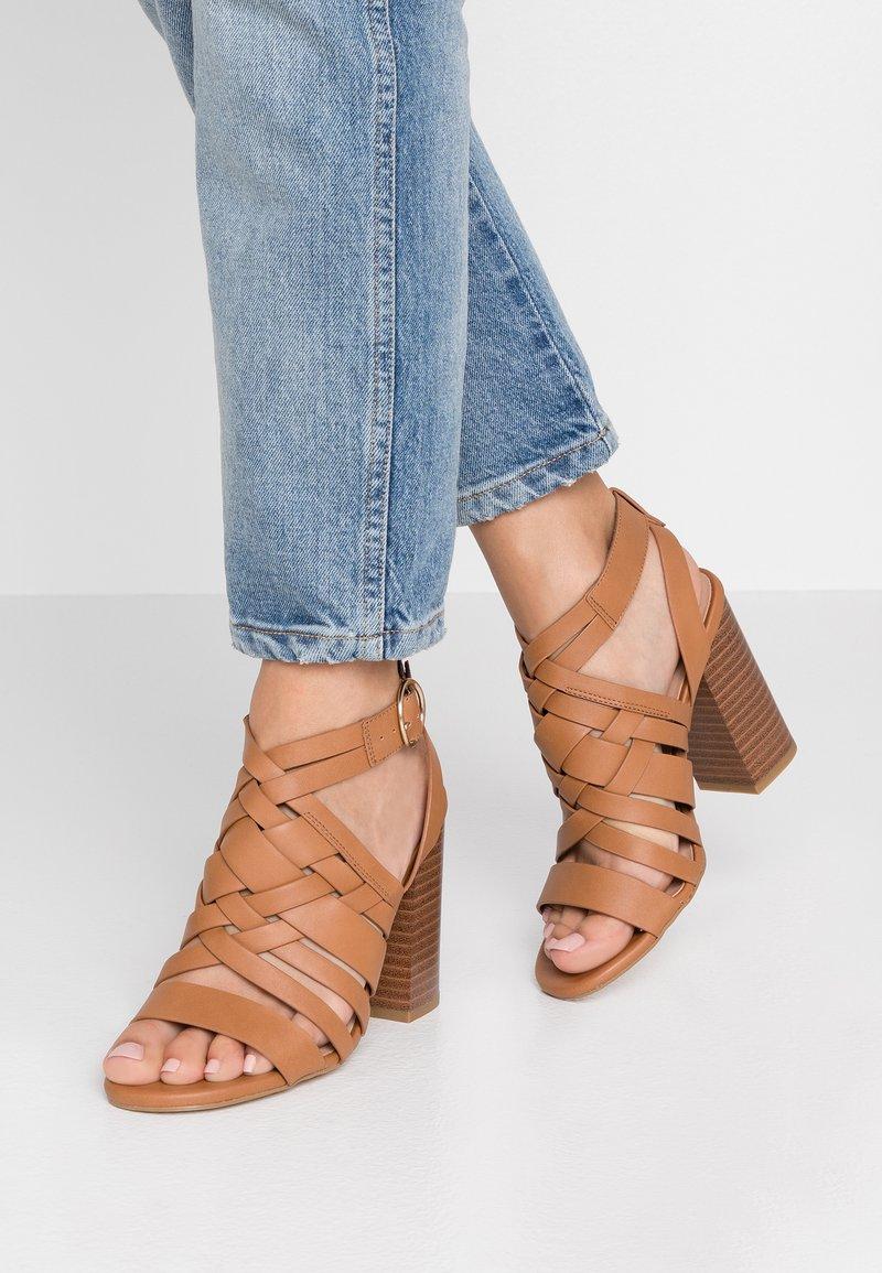 New Look - ORBAN - Sandaler med høye hæler - tan