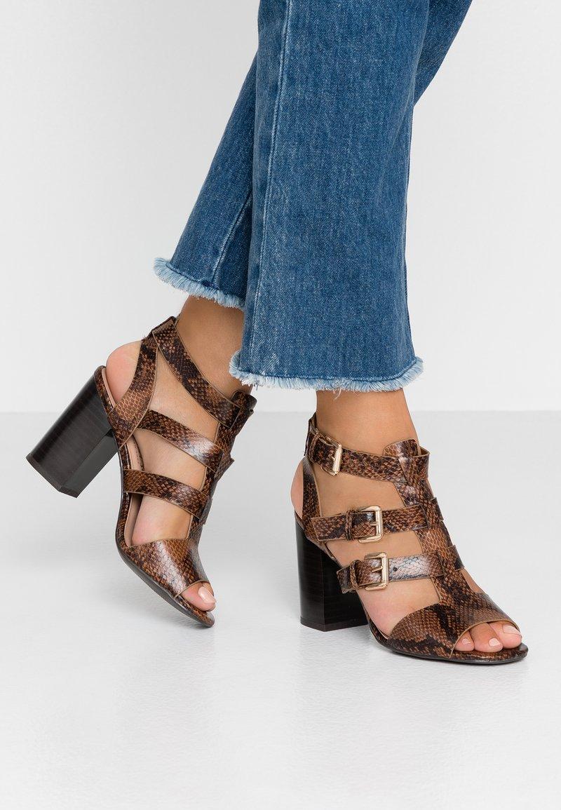 New Look - PENG - Sandály na vysokém podpatku - brown