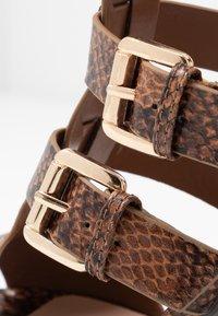 New Look - PENG - Sandály na vysokém podpatku - brown - 2