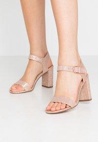 New Look - VIMS - Sandales à talons hauts - rose gold - 0