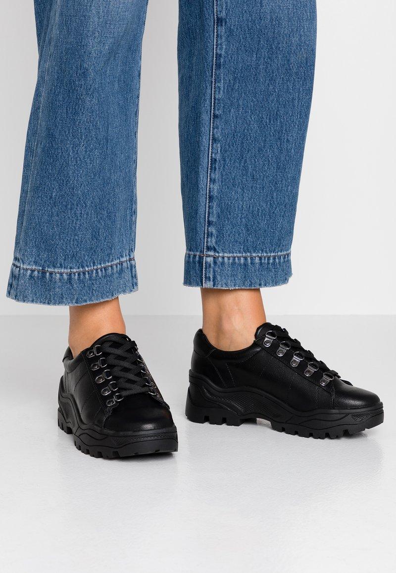 New Look - MRIGHTY - Sneakersy niskie - black